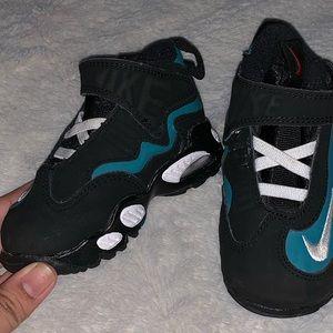 4C/Toddler Nike Air sneakers!
